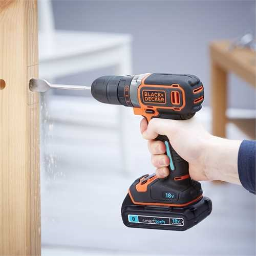 Black and Decker - 18V Lithiumion smart tech Drill med 400mA lader og koffert - BDCDC18KST