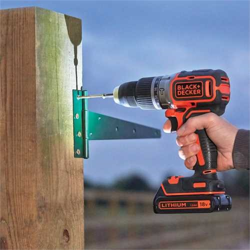 Black and Decker - Slagdrill 18V Lithiumion Brstels 2 Gir  400mA lader - BL188
